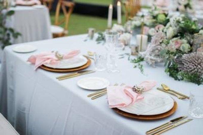 Khayangan Estate - Alfresco Cliff Edge Dining by Flora Botanica Designs - 022
