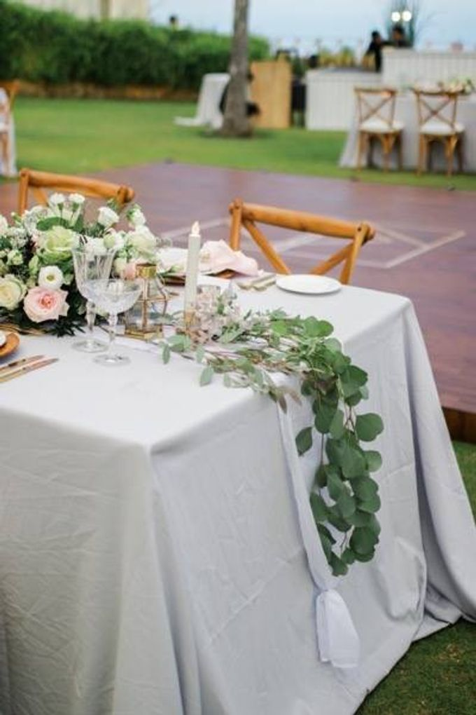 Khayangan Estate - Alfresco Cliff Edge Dining by Flora Botanica Designs - 011