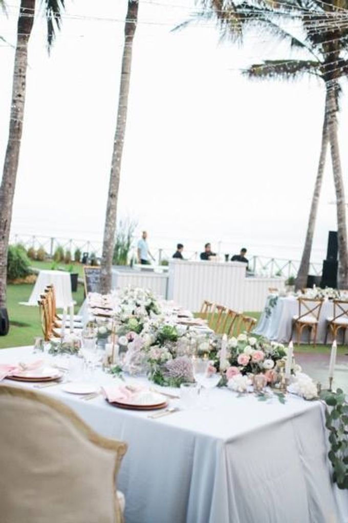 Khayangan Estate - Alfresco Cliff Edge Dining by Flora Botanica Designs - 023