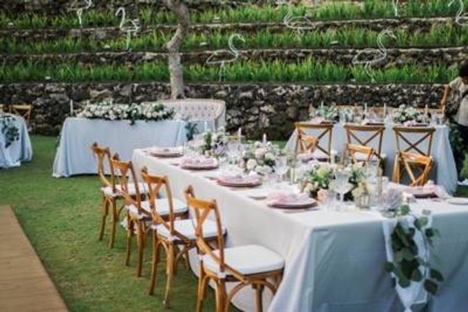 Khayangan Estate - Alfresco Cliff Edge Dining by Flora Botanica Designs - 014