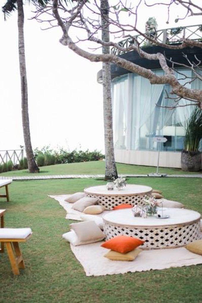 Khayangan Estate - Alfresco Cliff Edge Dining by Flora Botanica Designs - 007