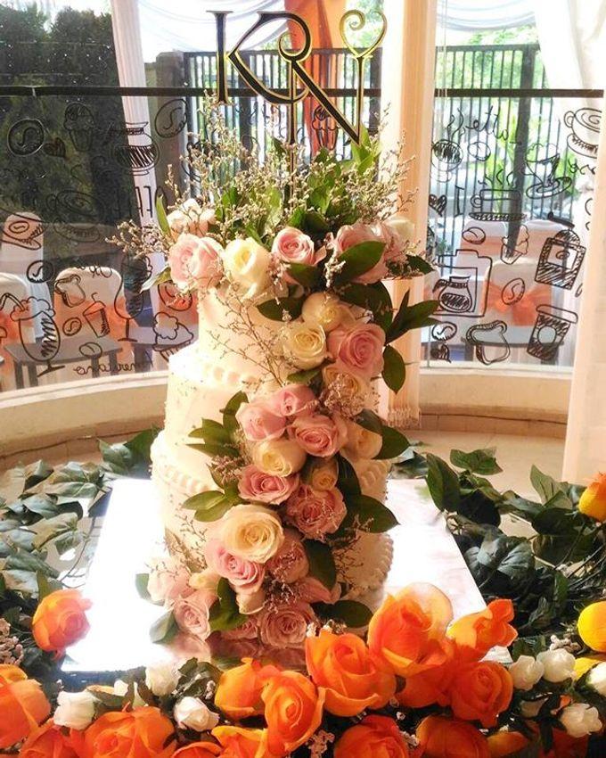Hand Bouquet by JOVAFLORIST - 032