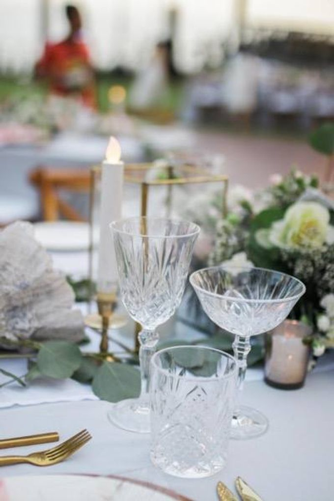 Khayangan Estate - Alfresco Cliff Edge Dining by Flora Botanica Designs - 020