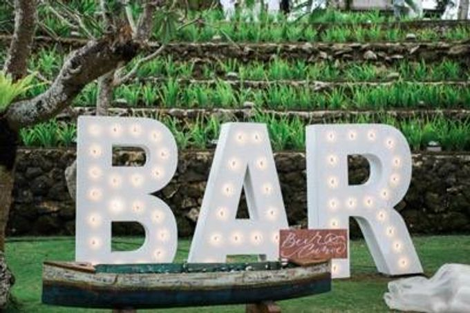 Khayangan Estate - Alfresco Cliff Edge Dining by Flora Botanica Designs - 010