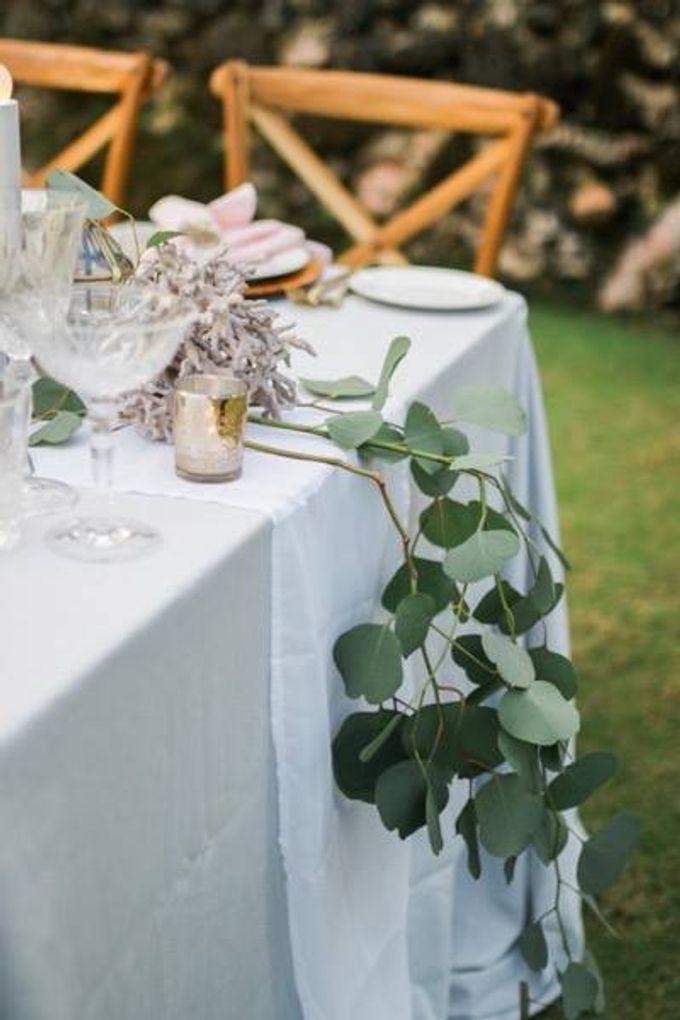 Khayangan Estate - Alfresco Cliff Edge Dining by Flora Botanica Designs - 016