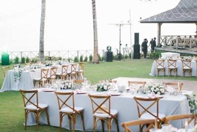 Khayangan Estate - Alfresco Cliff Edge Dining by Flora Botanica Designs - 044