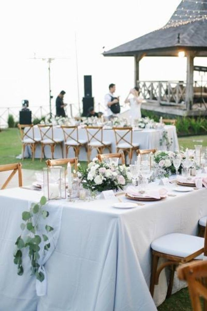 Khayangan Estate - Alfresco Cliff Edge Dining by Flora Botanica Designs - 037