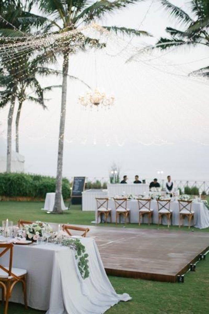 Khayangan Estate - Alfresco Cliff Edge Dining by Flora Botanica Designs - 050