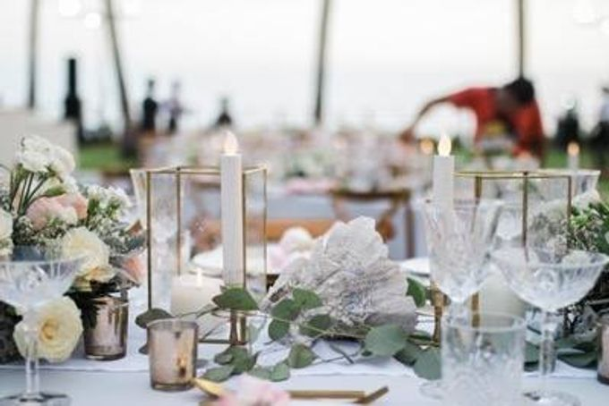 Khayangan Estate - Alfresco Cliff Edge Dining by Flora Botanica Designs - 021