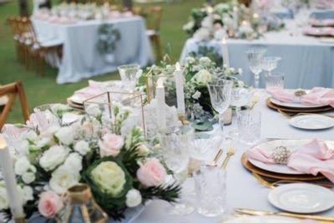 Khayangan Estate - Alfresco Cliff Edge Dining by Flora Botanica Designs - 018