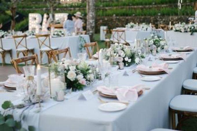 Khayangan Estate - Alfresco Cliff Edge Dining by Flora Botanica Designs - 030