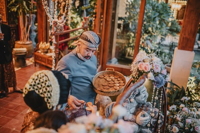 JAVANESE TRADITIONAL TINGKEBAN by Bali Izatta Wedding Planner & Wedding Florist Decorator - 017