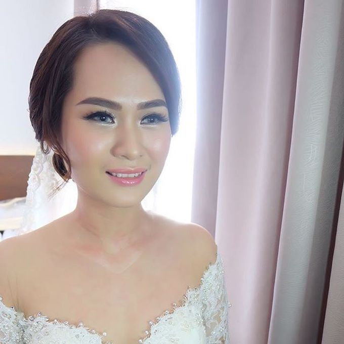 Fenny &  SIEWIN  WEDDING by Marsia Yulia Signature. Natural and Korean Make Up Specialist. - 003