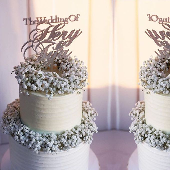 2 tiers Celebration Cake (Wedding, Birthdays, etc) by duchess bakes - 019