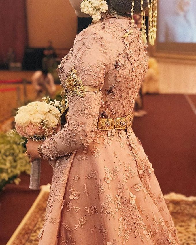 Rose gold wedding dress by FANNY KARTIKA - 007