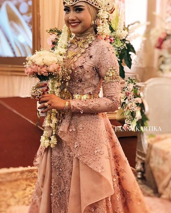 Rose gold wedding dress by FANNY KARTIKA - 006