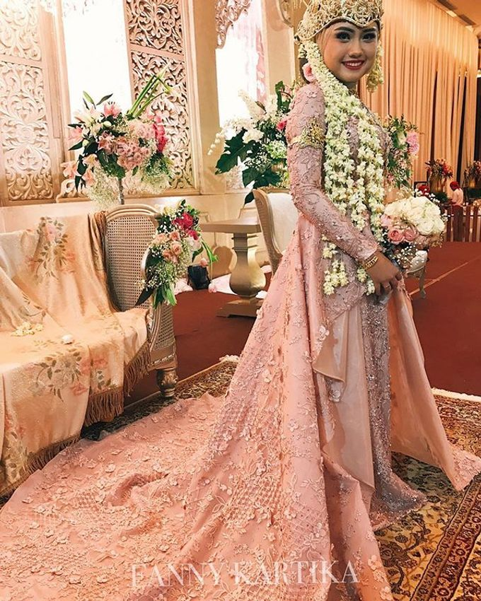 Rose gold wedding dress by FANNY KARTIKA - 004