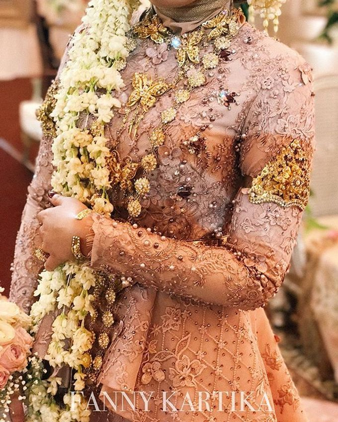 Rose gold wedding dress by FANNY KARTIKA - 005
