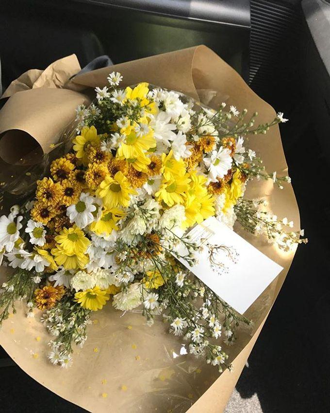 Hand Bouquet by JOVAFLORIST - 039