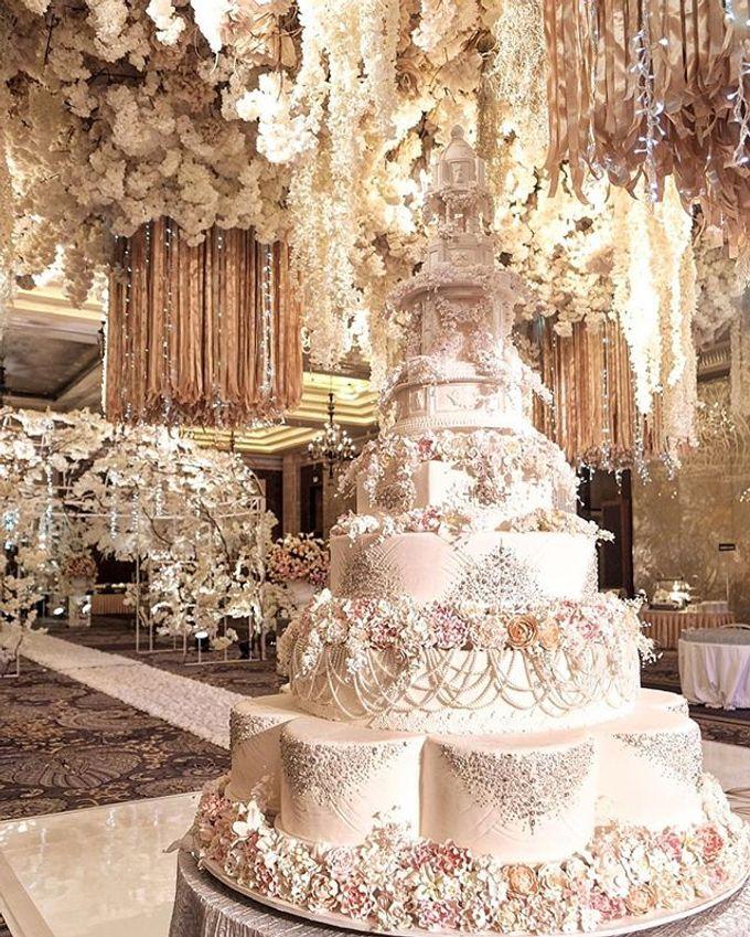 Masterpiece and Signature Wedding Cakes by LeNovelle Cake - 013
