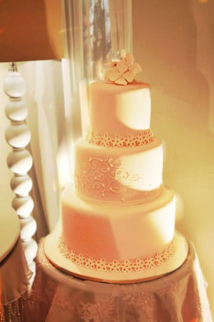3 layers wedding cakes by LeNovelle Cake - 005