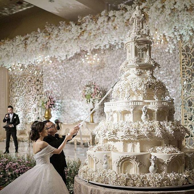 Masterpiece and Signature Wedding Cakes by LeNovelle Cake - 012