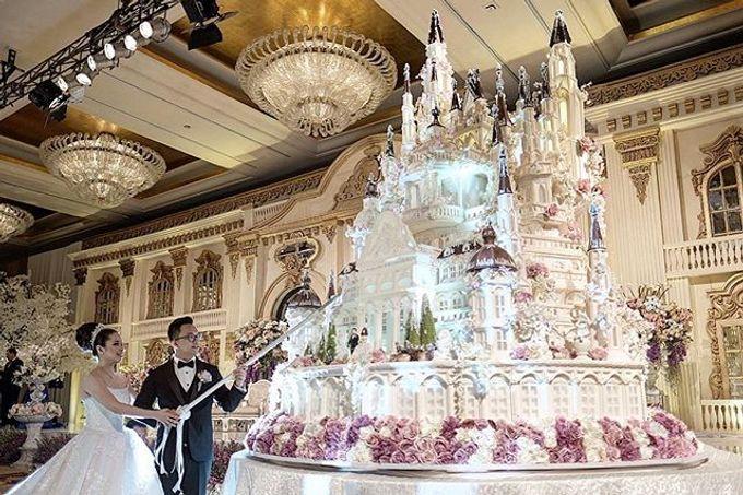 Masterpiece and Signature Wedding Cakes by LeNovelle Cake - 011