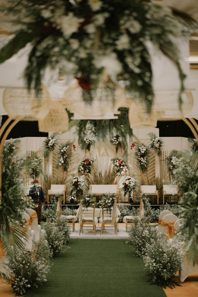 Akad & Resepsi Laras & Agung di Harris Hotel Conventional Hall Summarecon Bekasi by Decor Everywhere - 001