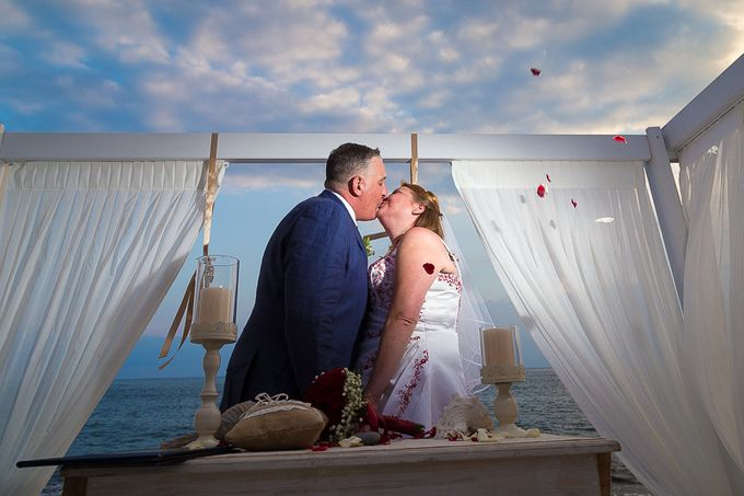 Beach wedding in Santorini by Red Knot Weddings & Events - 023