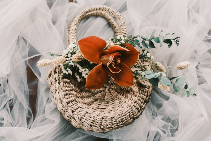 Pernikahan dengan tema ramah lingkungan, dengan keluarga dan teman dekat ditambah dengan dekorasi yang selaras dengan alam membuat pernikahan ini spec by AVAVI BALI WEDDINGS - 001