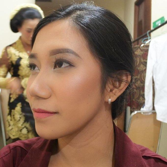 Bridesmaid Make Up by Make Up by Mutiara Fallahdani - 001