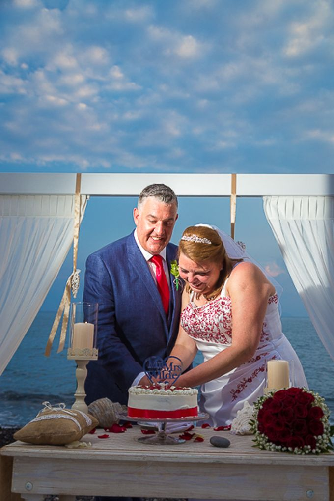 Beach wedding in Santorini by Red Knot Weddings & Events - 024