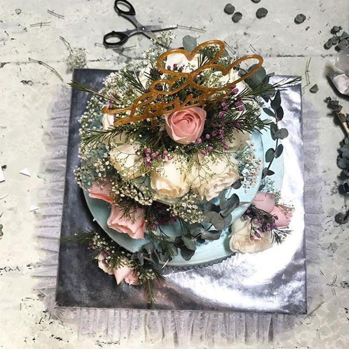Hand Bouquet by JOVAFLORIST - 028