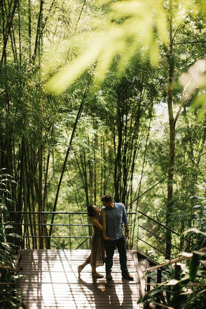 Nature Pond Romantic Prewedding Session by Kanvela - 009