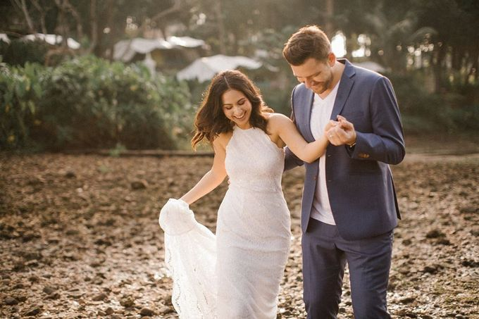 Nature Pond Romantic Prewedding Session by Kanvela - 023