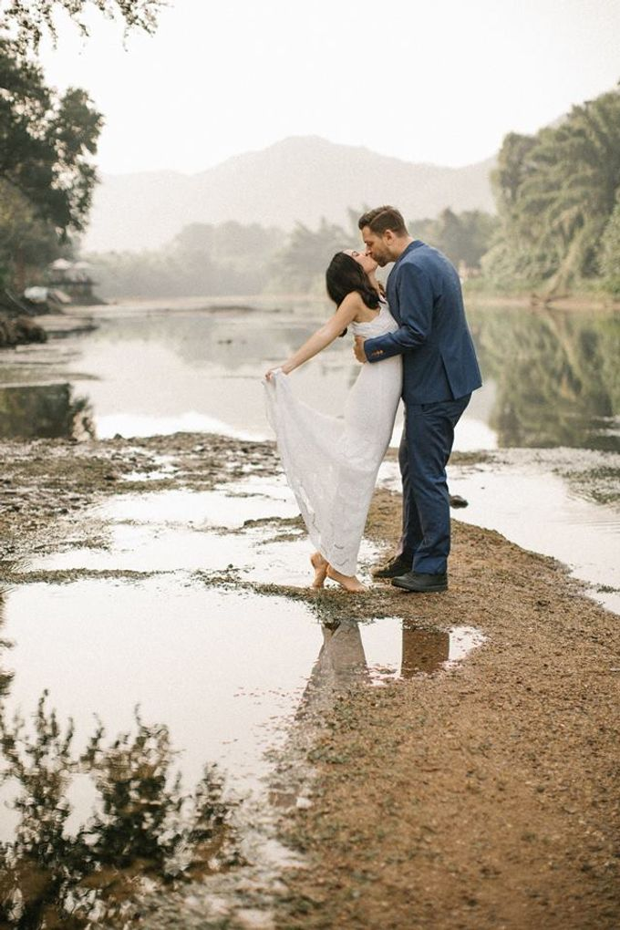 Nature Pond Romantic Prewedding Session by Kanvela - 025