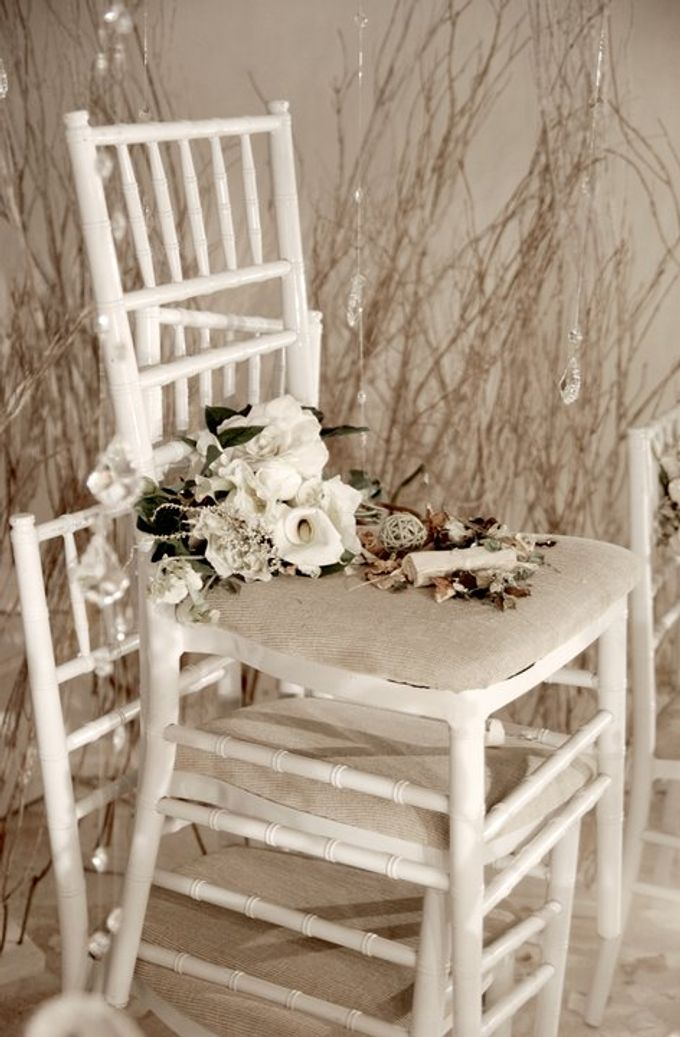 Multitude of white covers a multitude of sins by Tea Rose Wedding Designer - 008