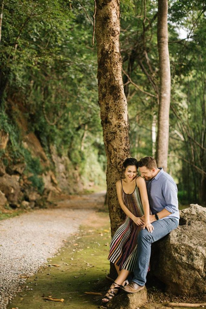 Nature Pond Romantic Prewedding Session by Kanvela - 010