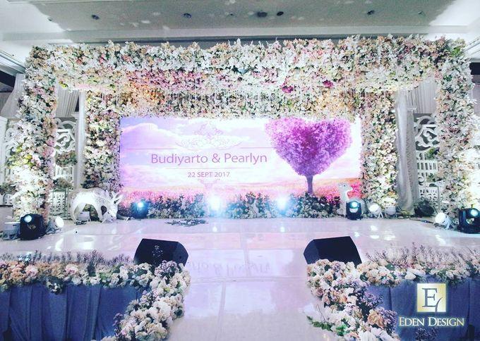 The wedding of budiyarto pearlyn by eden design bridestory add to board the wedding of budiyarto pearlyn by shangri la hotel surabaya 007 junglespirit Choice Image