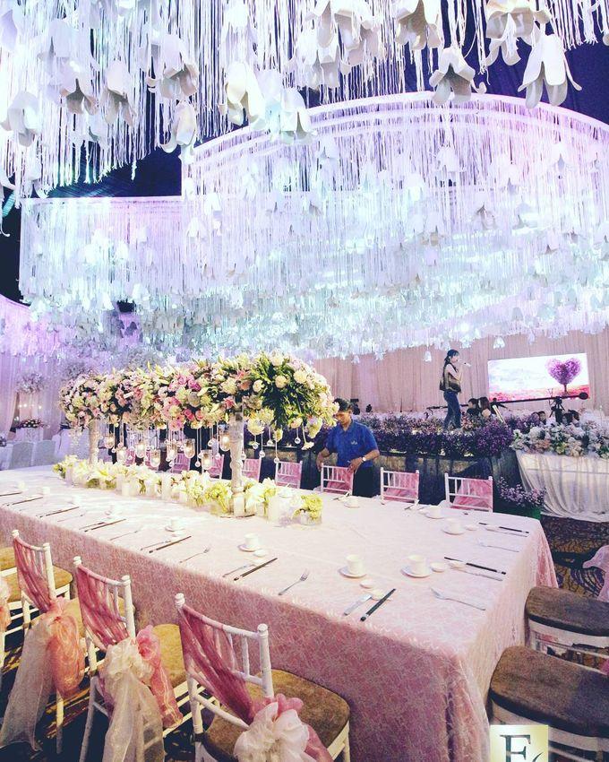 The wedding of budiyarto pearlyn by eden design bridestory add to board the wedding of budiyarto pearlyn by shangri la hotel surabaya 009 junglespirit Choice Image