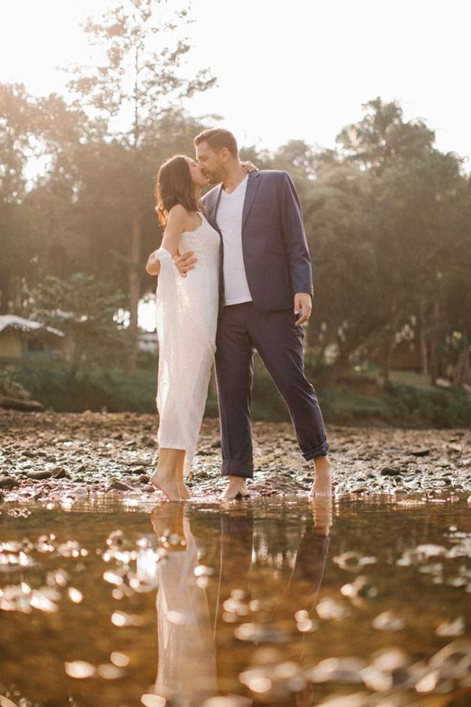 Nature Pond Romantic Prewedding Session by Kanvela - 021