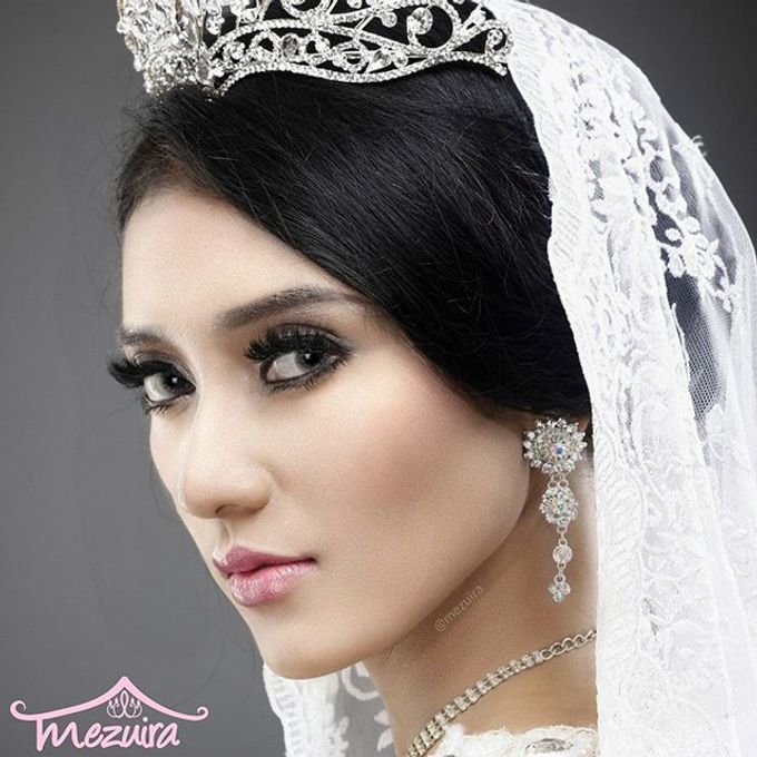 Modern X Traditional Classic Bridal by Mezuira MakeUp & Hijab Style - 001