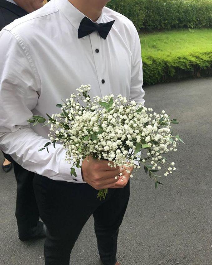 Hand Bouquet by JOVAFLORIST - 027