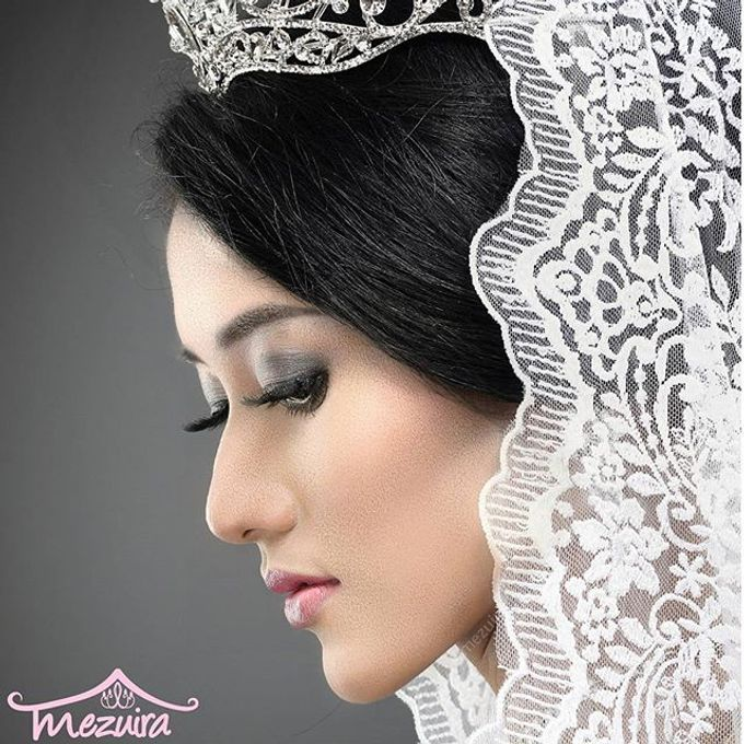 Modern X Traditional Classic Bridal by Mezuira MakeUp & Hijab Style - 002