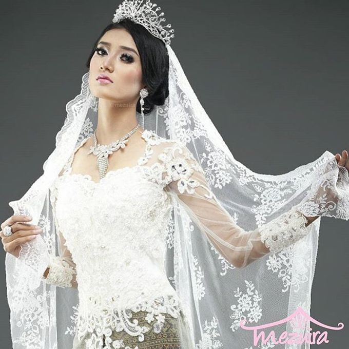 Modern X Traditional Classic Bridal by Mezuira MakeUp & Hijab Style - 003