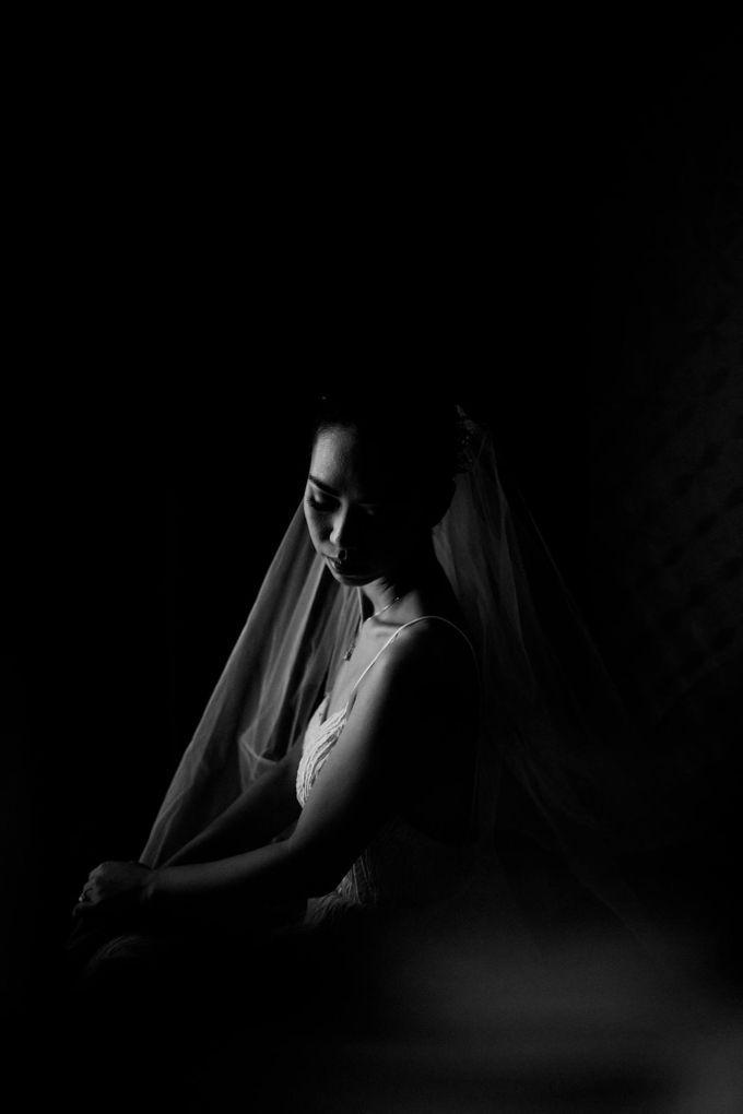 Kate & Marvin - Tirtha Uluwatu Bali Wedding by ILUMINEN - 008