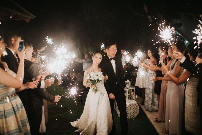 Kate & Marvin - Tirtha Uluwatu Bali Wedding by ILUMINEN - 024