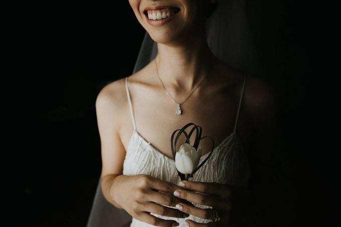 Kate & Marvin - Tirtha Uluwatu Bali Wedding by ILUMINEN - 012