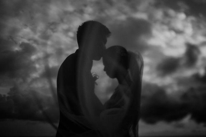 Kate & Marvin - Tirtha Uluwatu Bali Wedding by ILUMINEN - 022