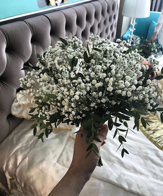 Hand Bouquet by JOVAFLORIST - 023
